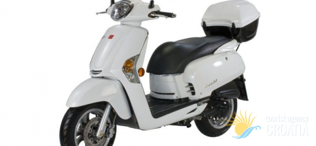 Rent-a-scooter Vespa white Like 50 cc